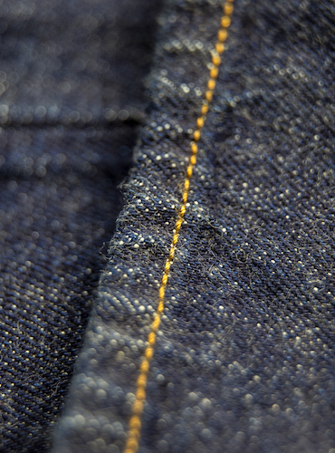 zoom point de chainette jean brut selvedge japonais duveteux bonnegueule