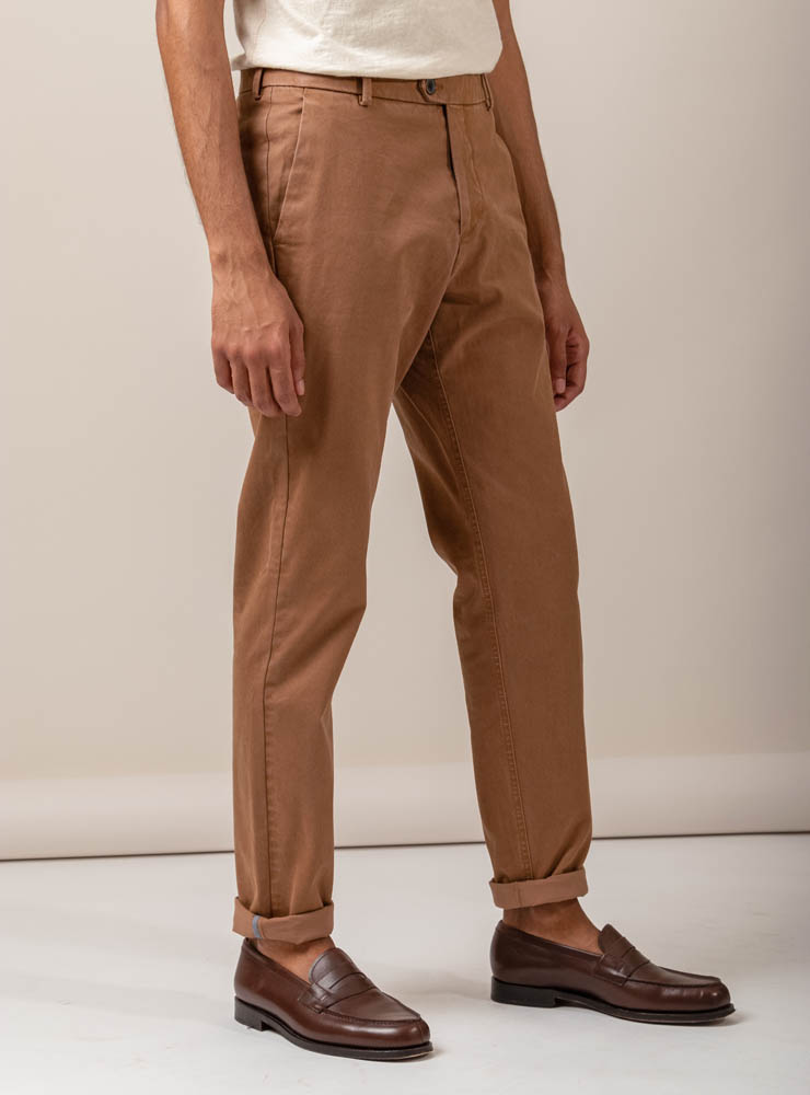 zoom matière chino camel