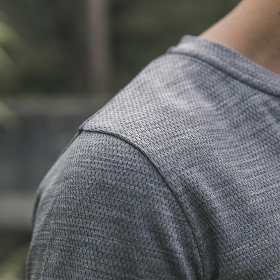 detail henley reda active