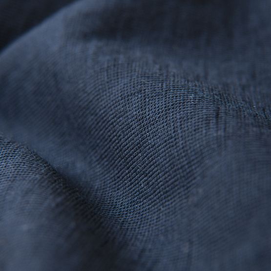 close up matiere laine merinos tee shirt navy