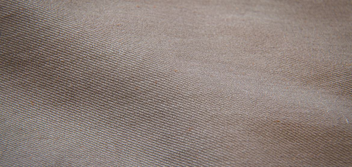 zoom matiere chino taupe