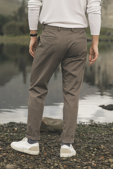 chino taupe coupe