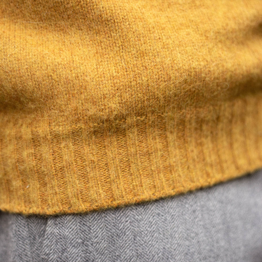 col rond pull shetland bonnegueule jaune moutarde remaille