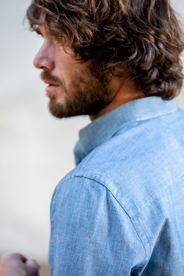 close up col chemise chambray italien